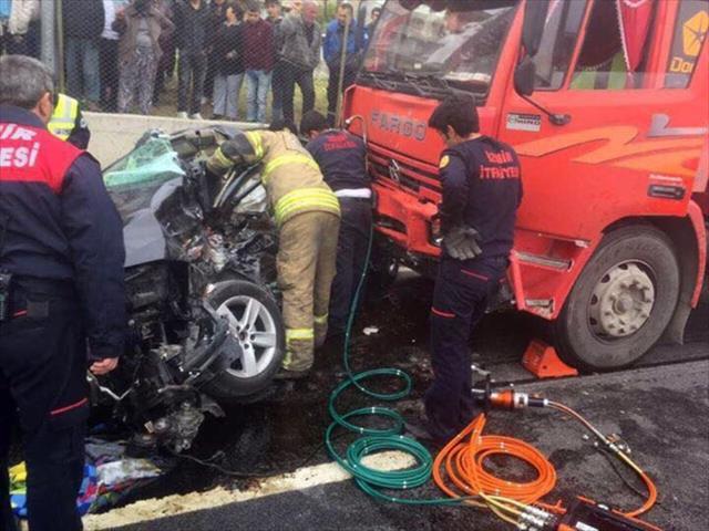 Hakim kazada öldü, eşi ve çocuğu yaralandı