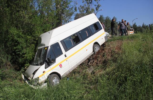 Adana'da trafik kazası: 13 öğrenci yaralı