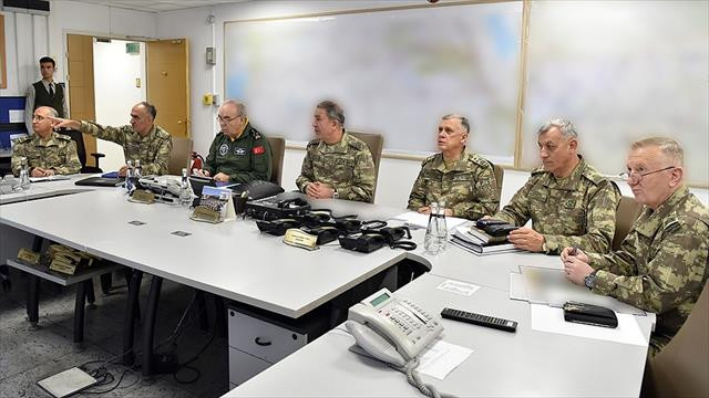 Komutanlar Sincar ve Karaçok Dağı'na hava harekatını karargahtan takip etti