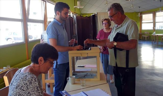 Fransa'da seçimlerin ikinci turu yapılıyor