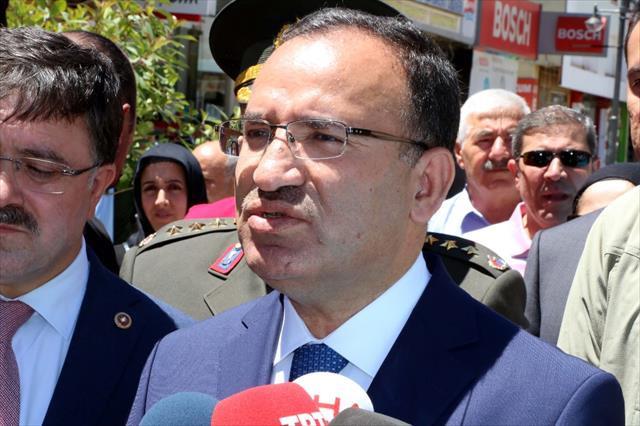Türk siyasetçilere yasak koyan Avrupa'yı topa tuttu