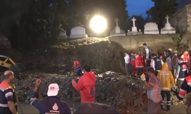 Ermeni Mezarlığı'nın duvarı çöktü