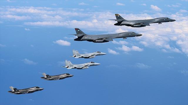 ABD savaş uçakları Güney Kore'de atış tatbikatı yaptı