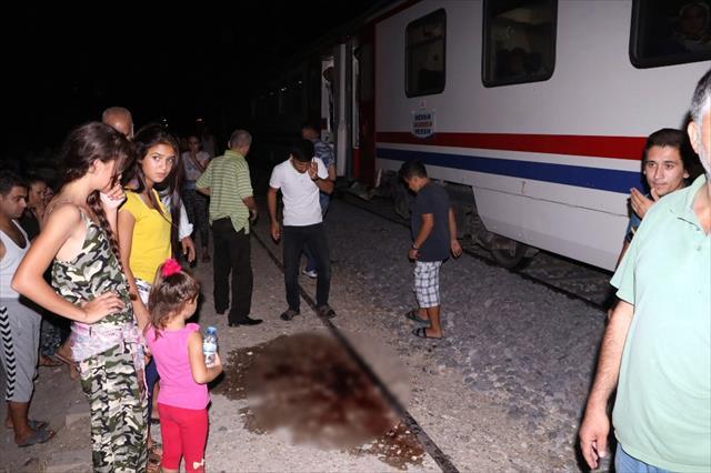 Ağabeyinin nişanına giderken tren çarptı