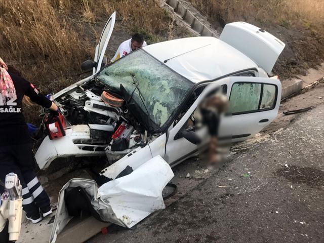 İzmir'de feci kaza: 2 ölü