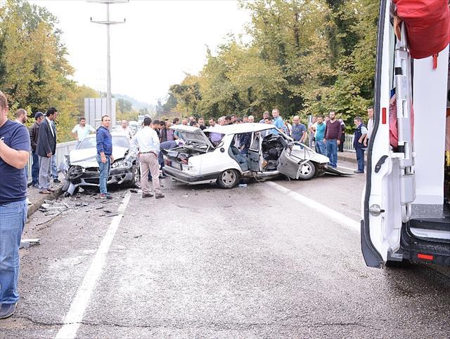2 ilde trafik kazaları: 2 ölü, 7 yaralı
