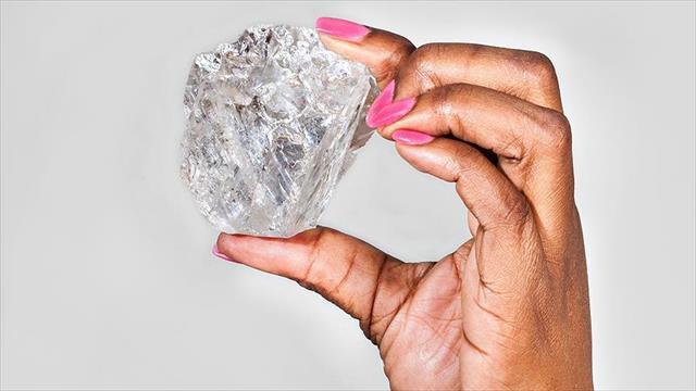 Dev elmas 53 milyon dolara satıldı