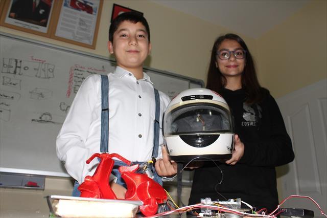 'Motokask' projesiyle dünya birincisi oldular