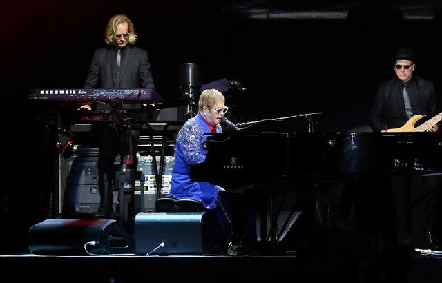 Elton John 'ara veriyor'