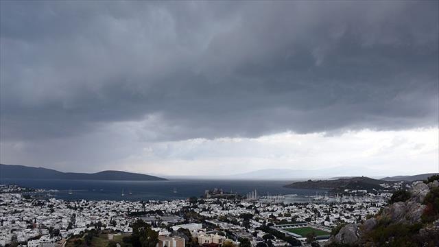Meteorolojiden 4 il için kuvvetli sağanak ve fırtına uyarısı
