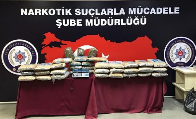 İzmir'de zehir tacirlerine ardı ardına baskın: 78 gözaltı