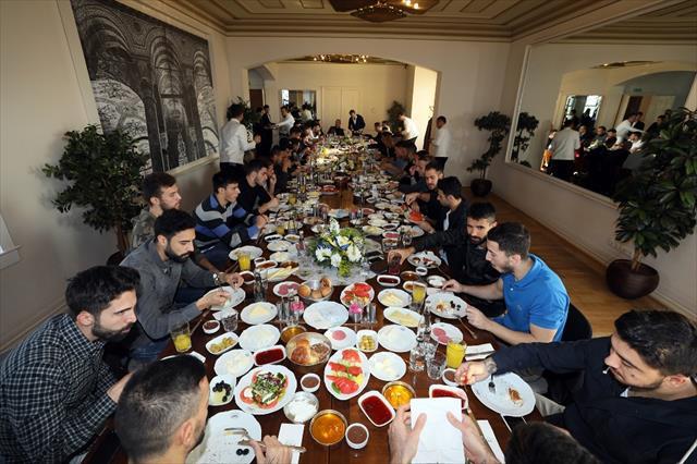 Fenerbahçeli futbolcular kahvaltıda bir araya geldi