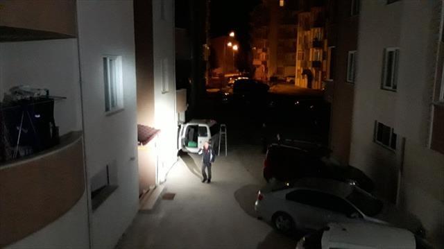 Eve giren hırsız kapıyı arkadan kilitledi