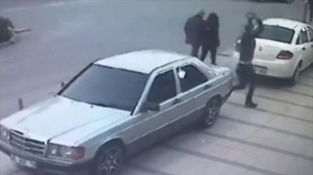 İzmir Şoförler Odası'na taşlı saldırı