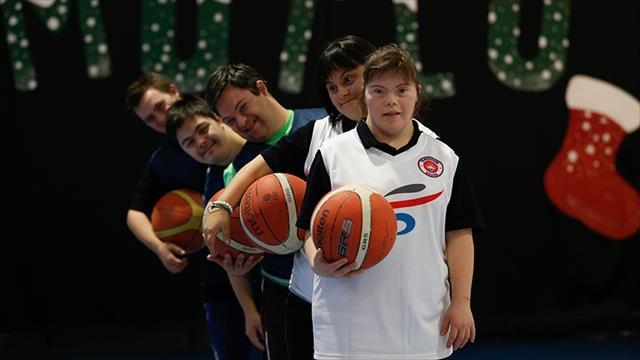 'Fazladan 1 kromozom' şimdi basket sahasında