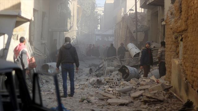 Esed güçleri Doğu Guta'da sivilleri vurmaya devam ediyor