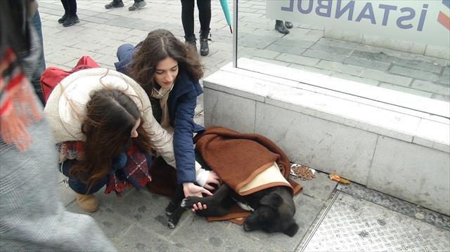 Taksim Metrosunda duygulandıran görüntü