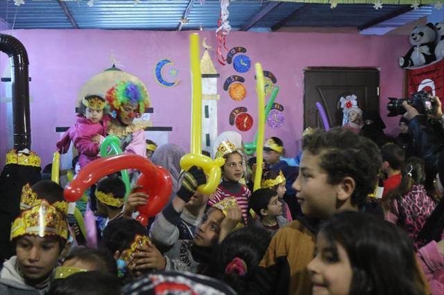 Suriye'de 83 bin 416 öğrenci karnelerini aldı