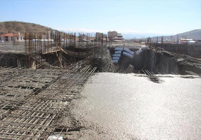 Elazığ'da inşaatta göçük: 3 yaralı