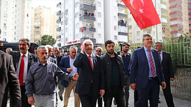 CHP Genel Başkanı Kılıçdaroğlu'ndan şehit ailesine taziye ziyareti