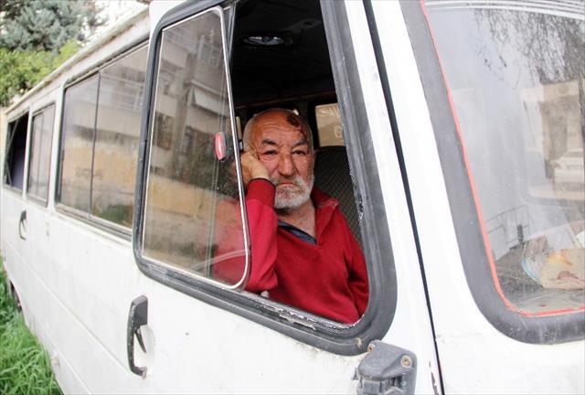 Yaşlı adamın minibüste yaşam mücadelesi