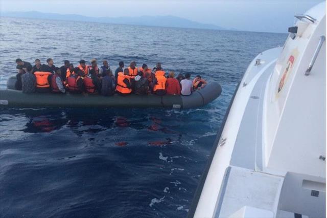 İzmir'de 49 kaçak düzensiz yakalandı
