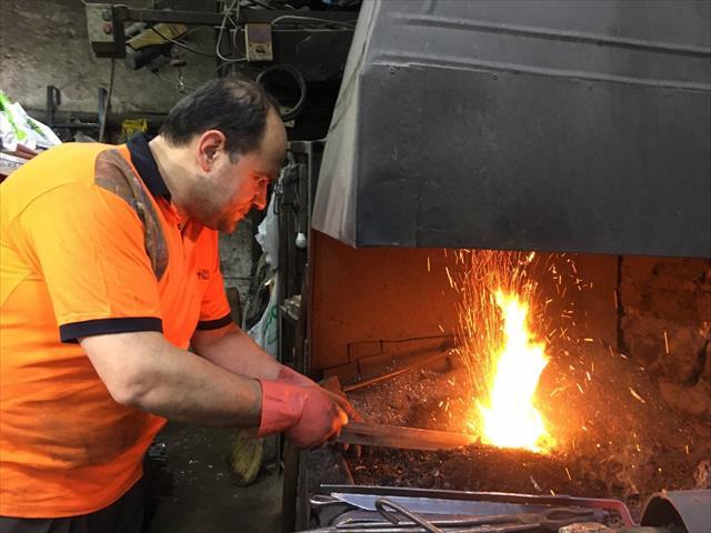 2 bin derecelik sıcağa aldırmadan oruçlarını tutuyorlar