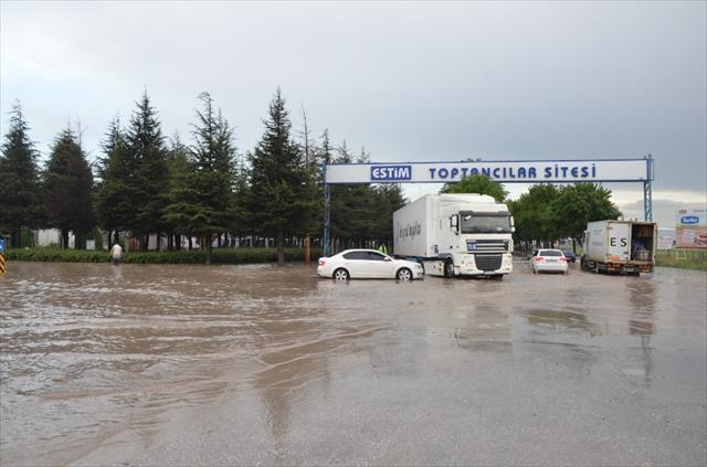 Eskişehir'i sel vurdu…
