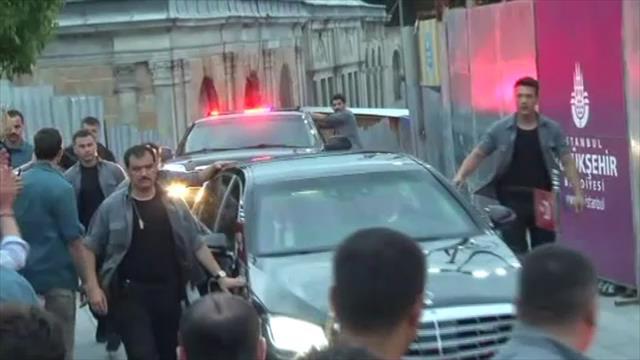 Erdoğan, Eyüp Sultan Türbesini ziyaret etti
