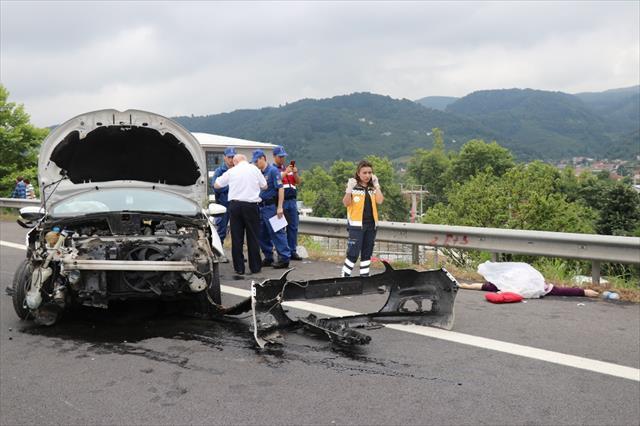 Otomobil ters şeride uçtu: 1 ölü, 7 yaralı