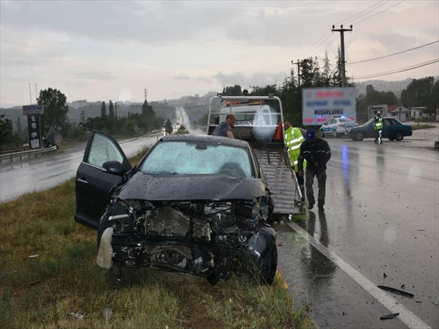 Şiddetli yağış kazaya neden oldu: 2 yaralı
