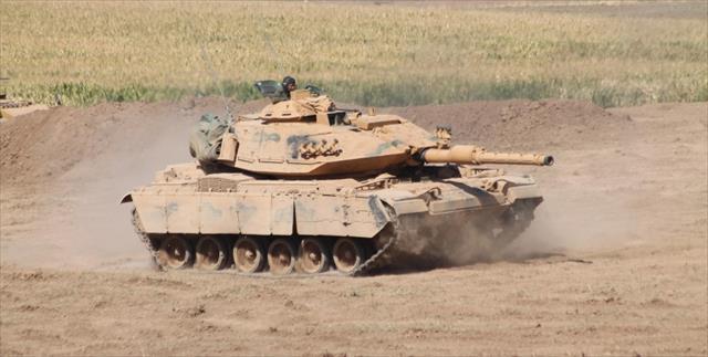 İsrail'den Suriye sınırına tank ve mühimmat takviyesi…