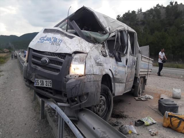 Kastamonu'da bir kamyonet takla attı: 6 yaralı