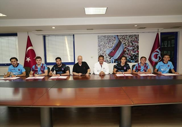 Trabzonspor 6 oyuncuyla profesyonel sözleşme yaptı