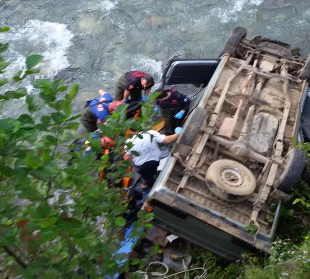 Baba-oğul yayla dönüşü gerçekleşen kazada öldü