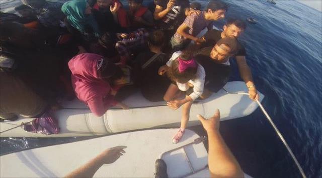 İzmir'de 53 kaçak göçmen yakalandı