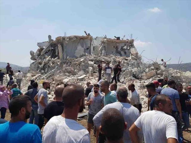 İsrail polisi Filistinli ailenini evini yıktı…