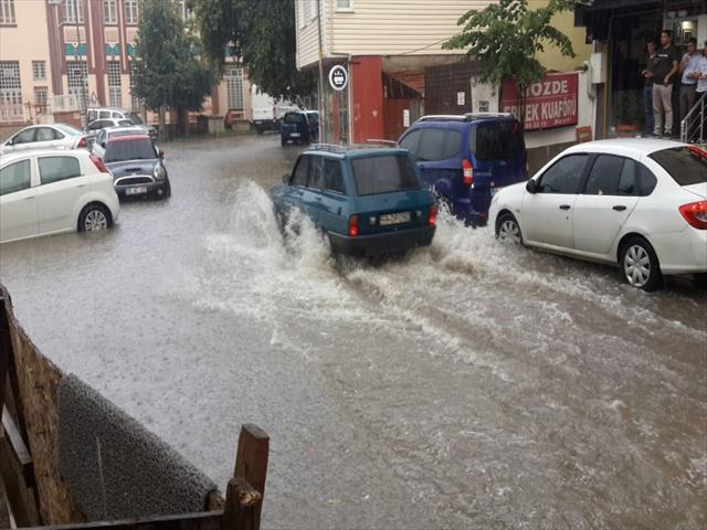 Şiddetli yağış Trakya'yı etkisi altına aldı…