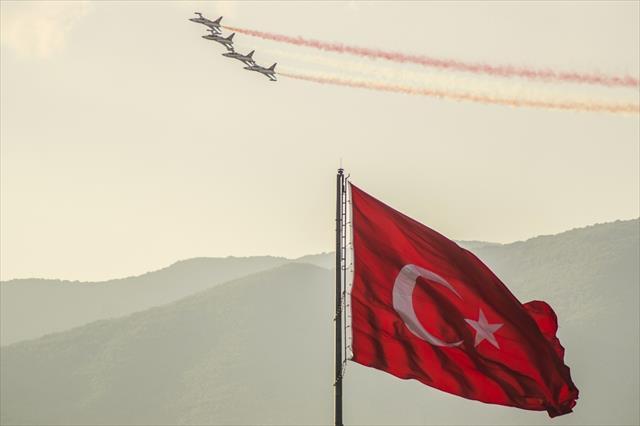 Türk Yıldızları'ndan nefes kesen prova