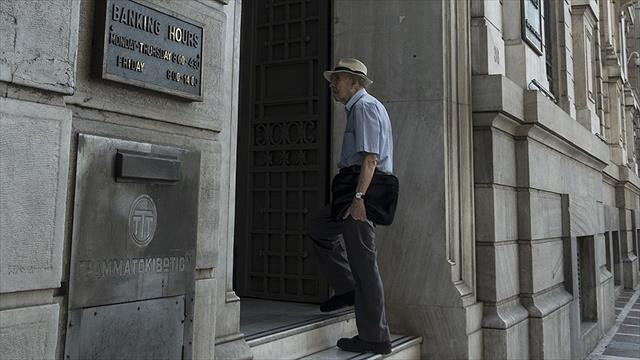 Yunanistan krizde bir çeyreğini kaybetti