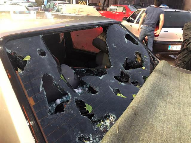 Kastamonu'da etkili olan dolu araçlara zarar verdi