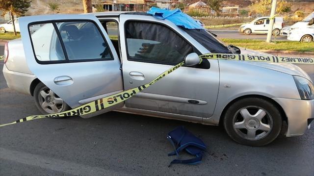 Nişanlısının eski kocasını aracında öldürdü