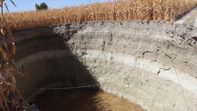 Konya'da 30 metre derinliğinde obruk oluştu