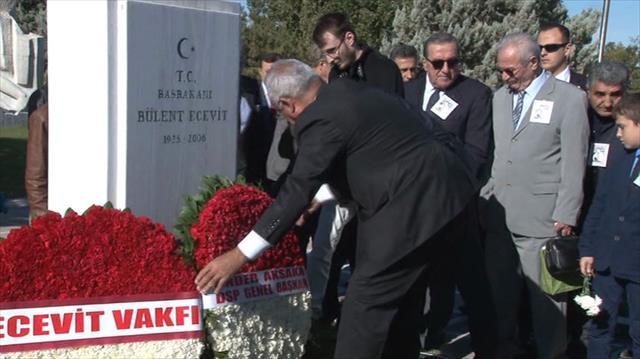 Bülent Ecevit mezarı başında anıldı…
