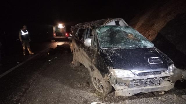 Van'da mültecileri taşıyan araç takla attı…