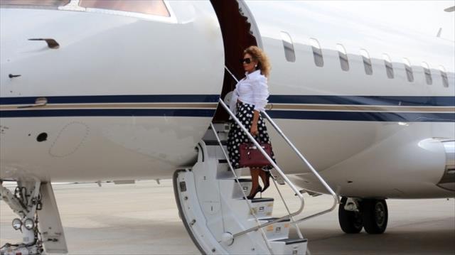 Klip çekimi için 130 bin TL'ye uçak kiraladı