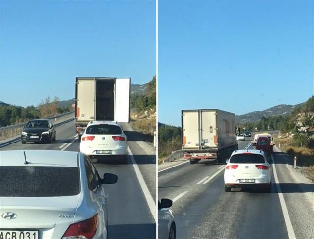 Dorse kapağı açılan kamyon trafiği birbirine kattı