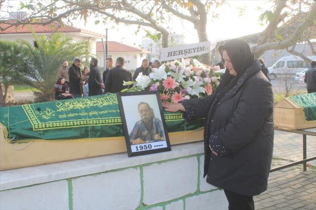 Gazeteci Fatih Sezgin gözyaşlarıyla toprağa verildi