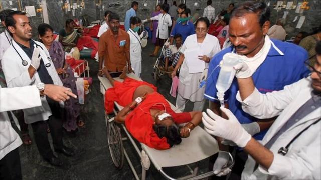 Hindistan'da tapınakta verilen yemekten 12 kişi öldü
