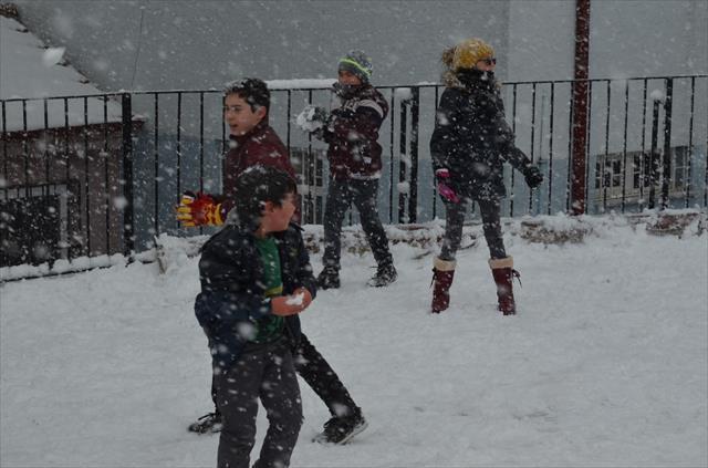 Yurdun büyük bir bölümünde eğitime kar engeli